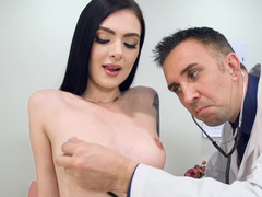 Flat-breasted babe abundantly squirts during sex with the doctor