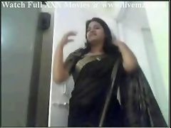 Indian Plumpy Floozy Aunty Having an intercourse & Handjob