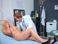 Smart doctor seduces smoking-hot patient right in cabinet