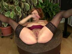 Mature sex bomb MILF with thirsty cunt