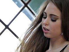 Dad looks like his daughter Riley Reid becomes an adult and gets squirting