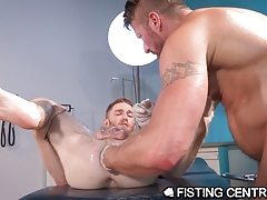 FistingCentral Muscle Daddy Hugh Hunter Fists Paitent