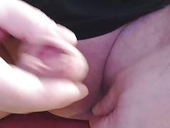 Mein kleiner Schwanz spritzt mir auf die Hand