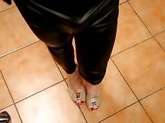 tx-milf-teasing clit in wetlook tights
