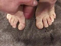 Cum on own feet