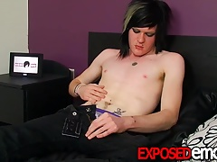 Twink Zaccary Plastic blows a hot load all over himself