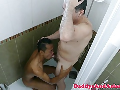 Versatile dilf barebacking pinoy in bathtub