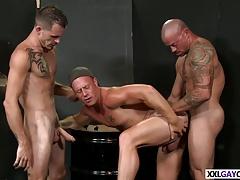 Hot guys enjoy their threesome