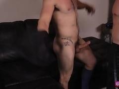 Tobias sucks Aspens bigcock while jerking