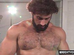 Big dick bodybuilder anal and cumshot