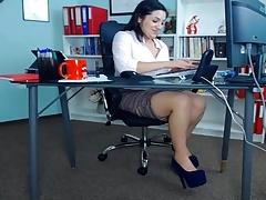 Любители, Европейки, В офисе