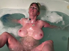 Boltonwife masturbates in the tub