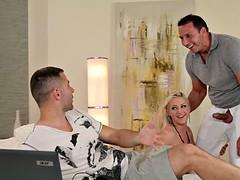 DDFNetwork - Vicktoria Redd Offers 3some Douple Penetration