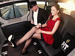 Красотки, Автобус, В машине, Платье, Европейки, Дрочка ногами, Белье, Чулки