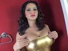 Sunny Leone showing her wet vagina in close up