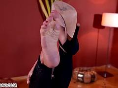 German Frau Patty Michova dominates this male