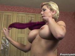 Busty Mom Plays Get down and dirty Game