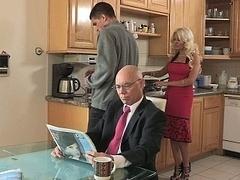 Blondine, Schmutzig, Familie, Hardcore, Hausfrau, Küche, Milf, Ehefrau