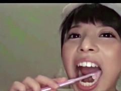 oral hygiene in toilet 2