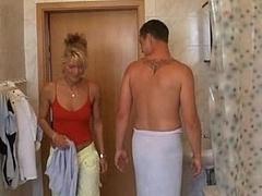 Cunnilingus, Culo, Cuarto de baño, Corridas faciales, Penetracion con puños, Sexo duro, Ama de casa, Madres para coger