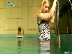 Aletta : Underwater Solo play At The Hotels Pool