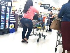 Fat Butt Latina Milf Shorty in Jeans