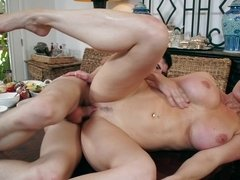 Bloke penetrates buxom MILF's sissy right on the kitchen table