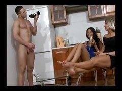 Одетые девушки голые парни, Женское доминирование, Фут фетиш, Хд, Русские