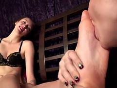 erotic feet - lesbian foot worship 0250