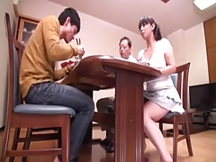 Homme nu et filles habillées, Japonaise, Mère que j'aimerais baiser, Maman