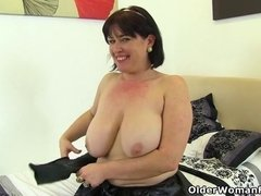 British MILF loves Janey puts the dildo in her hairy muff