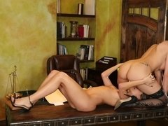 Brilliant girlfriends perform amazing act on the table