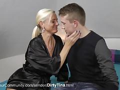 MILF Tina fickt mit jungen Typen