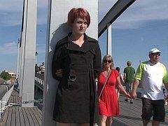 Lascivious mom shows off her bare body in public