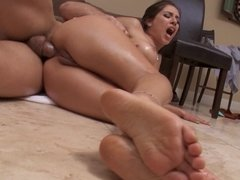 Mesmerizing colleen prefers to get her butthole fucked