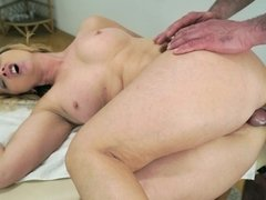 Tricky masseur screws foxy granny in her asshole