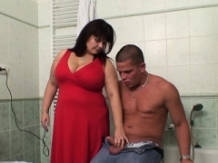 He screws breasty girlfriends mom in the bathroom