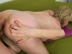 Young stud fucks the pussy of mature blonde