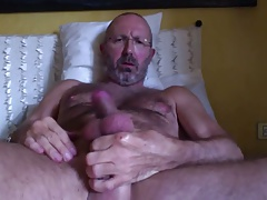 italian mature hairy man's cumshot