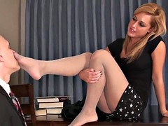 Dominacion femenina, Fetiche de pies, Maestra