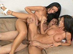 Большие сиськи, Брюнетки, Семяизвержение, Сперма на лице, Две девушки, Группа, Милф, Втроем