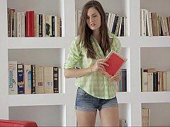 18 años, Morena, Universitaria, Universidad, Linda, Europeo, Flaco, Estudiante
