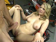 Amateur blondie sliding on a fat cock