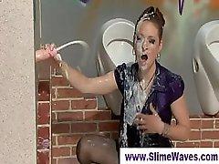 Viele männer bespritzen eine frau, Schwanzloch, Dusche