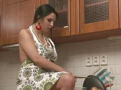 Fleshy babe in the kitchen established masturbating