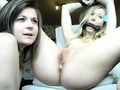 Blonde Lesbo GFs Toying
