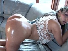 Colombian bitch with perfect butt cheeks gets rammed so hard