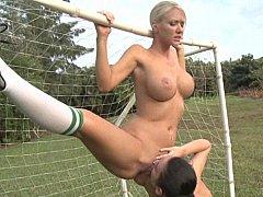 Stellung 69, Grosse titten, Blondine, Flexibel, Lesbisch, Im freien, Titten