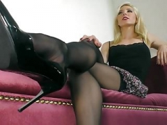 Prove Your Obedience to my Feet (Janira Wolfe)