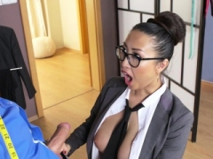 Hooters Asian taylor having an intercourse in office